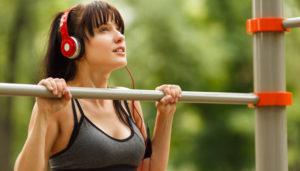 Utilizar a música como fonte de motivação para o seu treino poderá não ser a melhor estratégia.