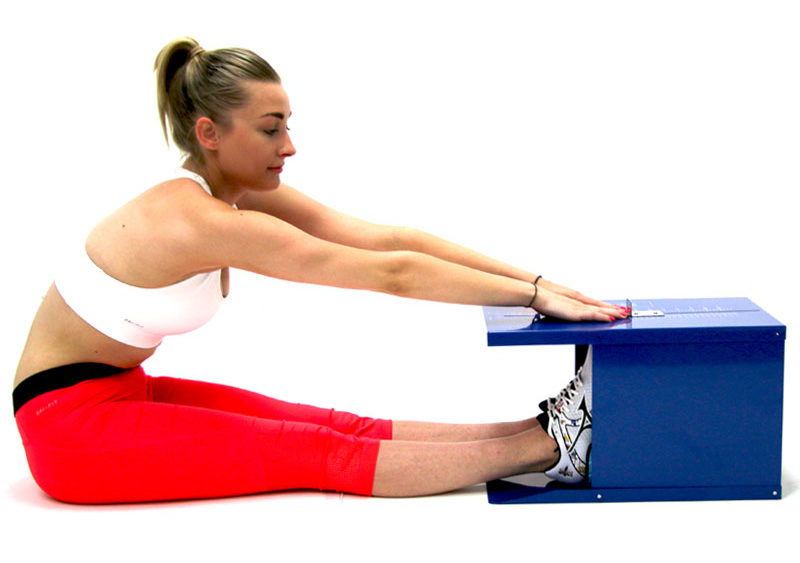 """O """"sit and reach"""" apesar deter o objetivo de avaliar a mobilidade dos membros inferiores, nomeadamente ao nível da parte posterior, ao ser um teste muitíssimo abrangente, acaba por refletir-se na zona posterior de toda a cadeia."""