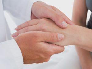 Oibjetivo final de qualquer programa de reabilitação é a aquisição de movimentos funcionais livres de sintomas.