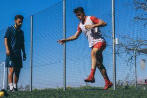quanto melhor preparado o jogador estiver para realizar corridas de alta intensidade, repetidas no tempo e, eventualmente, sob fadiga, melhor será a sua performance e menor será o risco de lesão a que estará sujeito.